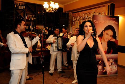 RECITAL Marinela Parvu_LANSAREA Albumului CU TARAFUL DUPA MINE la CU TARAFUL DUPA MINE