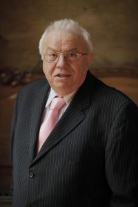 ALEXANDRU ARSINEL - Directorul Teatrului de Revista