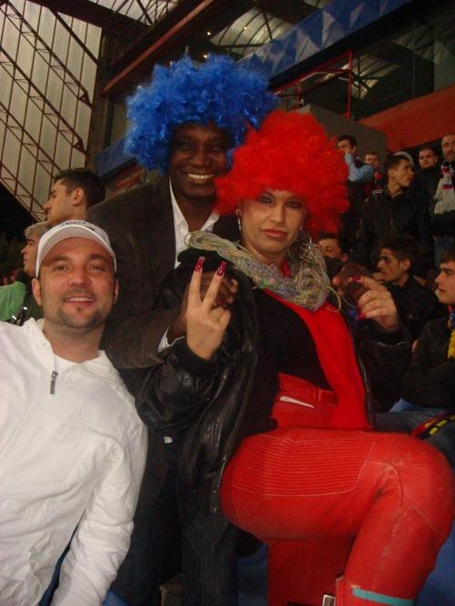 In tribuna cu Carmen Plesea si Victor Yila