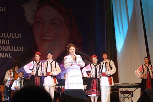 IRINA LOGHIN si Ansamblul DOINA GIURGIULUI in spectacolul dedicat lui JEAN CONSTANTIN si DRAGAI OLTEANU-MATEI