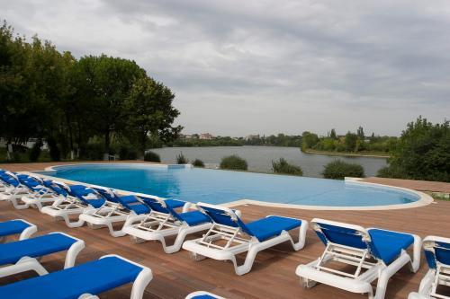 PISCINA Oasis Club & Leisure pe malul Lacului BANEASA Straulesti