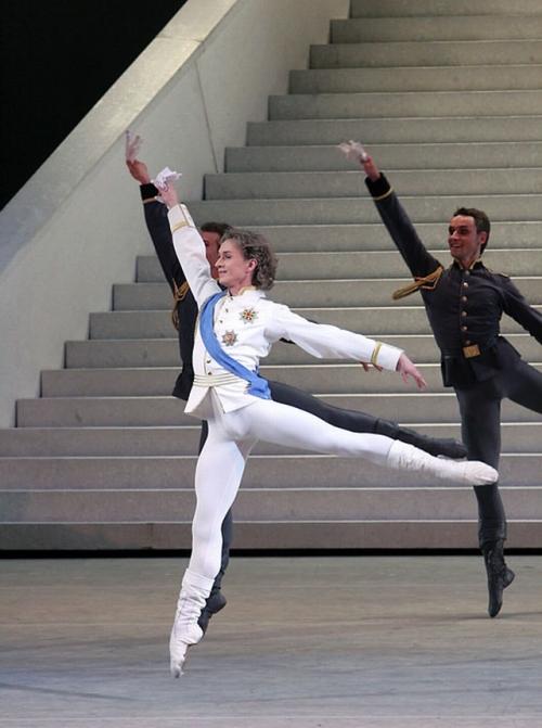 DMITRY GUDANOV  Printul Baletul CENUSAREASA.The Bolshoi Theatre