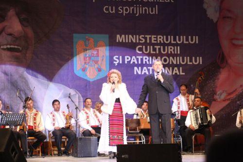 Mihaela Tatu si Octavian Ursulescu, prezentatorii spectacolului