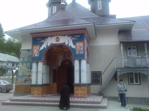 Biserica in incinta manastirii