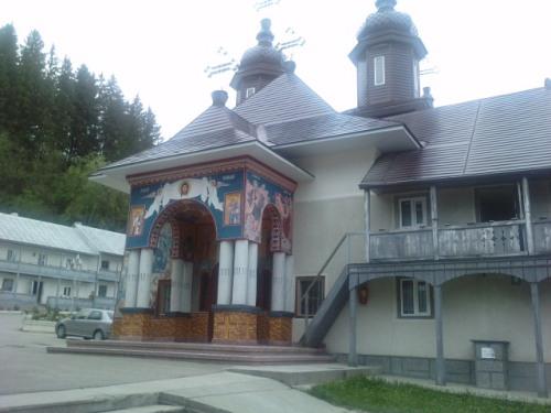 In curtea Manastirii Slatioara (Suceava)