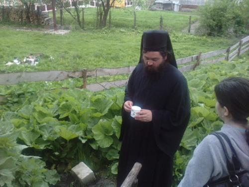 Parintele Serghie la izvor