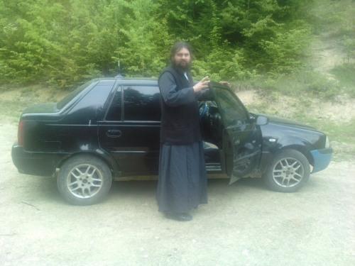 Parintele Serghie si masina