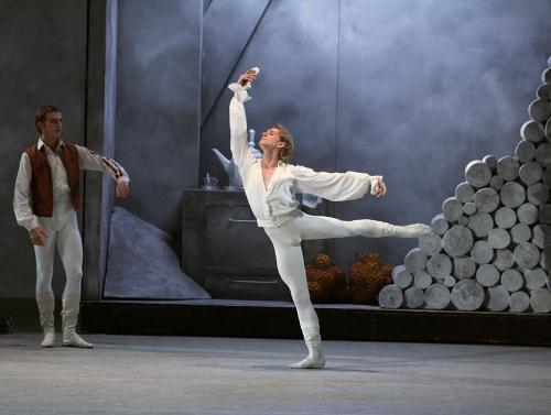 Printul DMITRY GUDANOV in CENUSAREASA.The Bolshoi Theatre